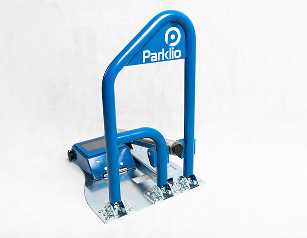 Parklio™ barrier model X with solar panel, safety pin and auto close