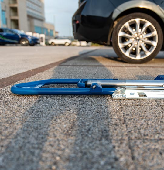 Smart parking barrier controlled by smartphone