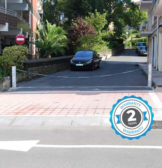 Parklio™ Kettingbarrière - Parkeerpalen en opklapbare kettingbarrière - Parklio automatische kettingbarrière bediend door een smartphone